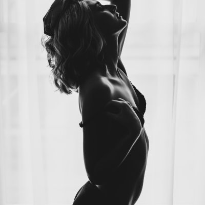 black and white-silhouette-boudoir-cincinnati