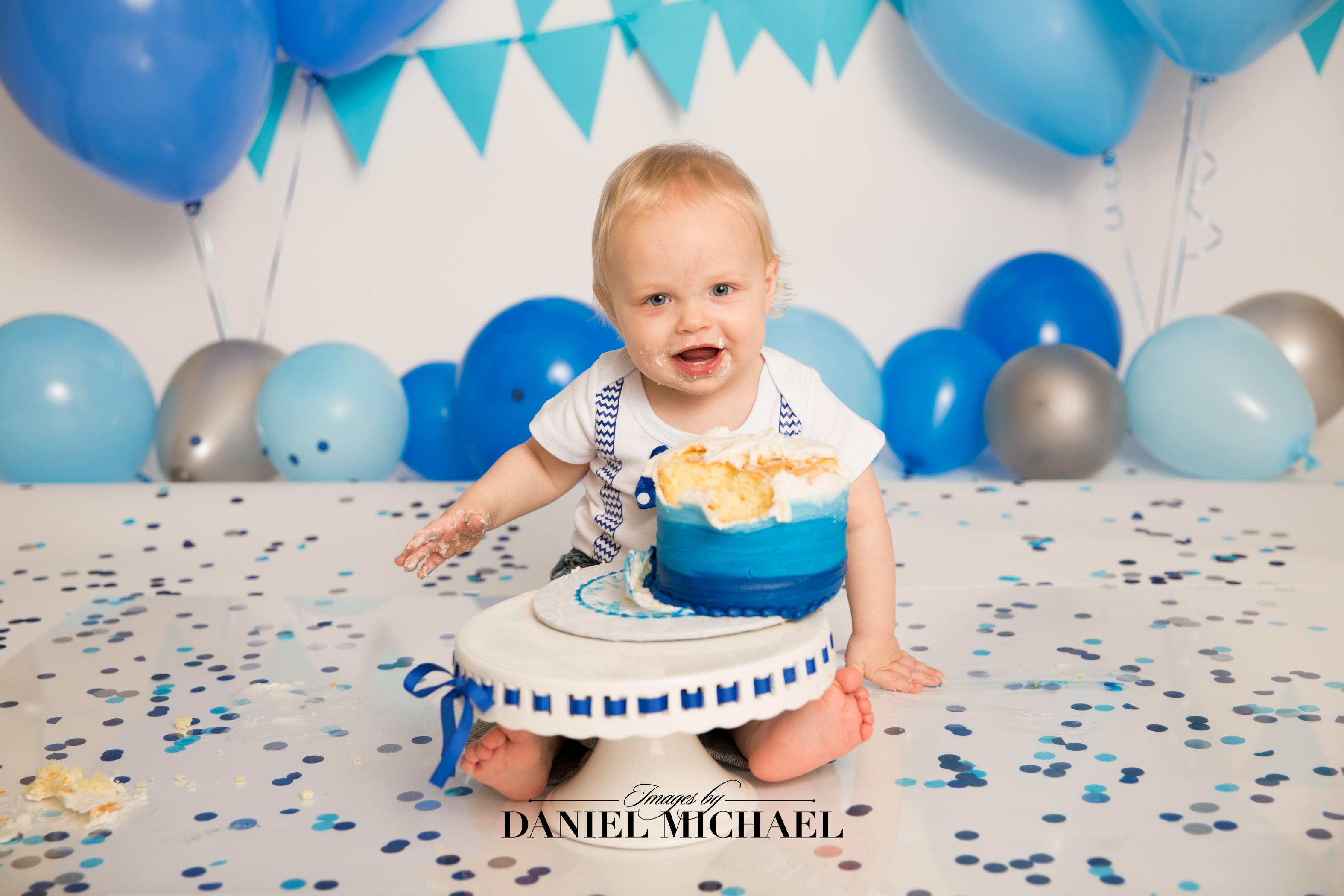 Cincinnati Cake Smash, Studio Portraits, Cincinnati Photography, Daniel Michael, Jessica Rist