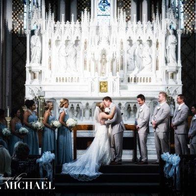 st. francis de sales, cincinnati wedding photography, first kiss