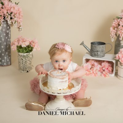 Cincinnati First Birthday Photography, Studio Portrait Photography, Floral Cake Smash, Jessica Rist