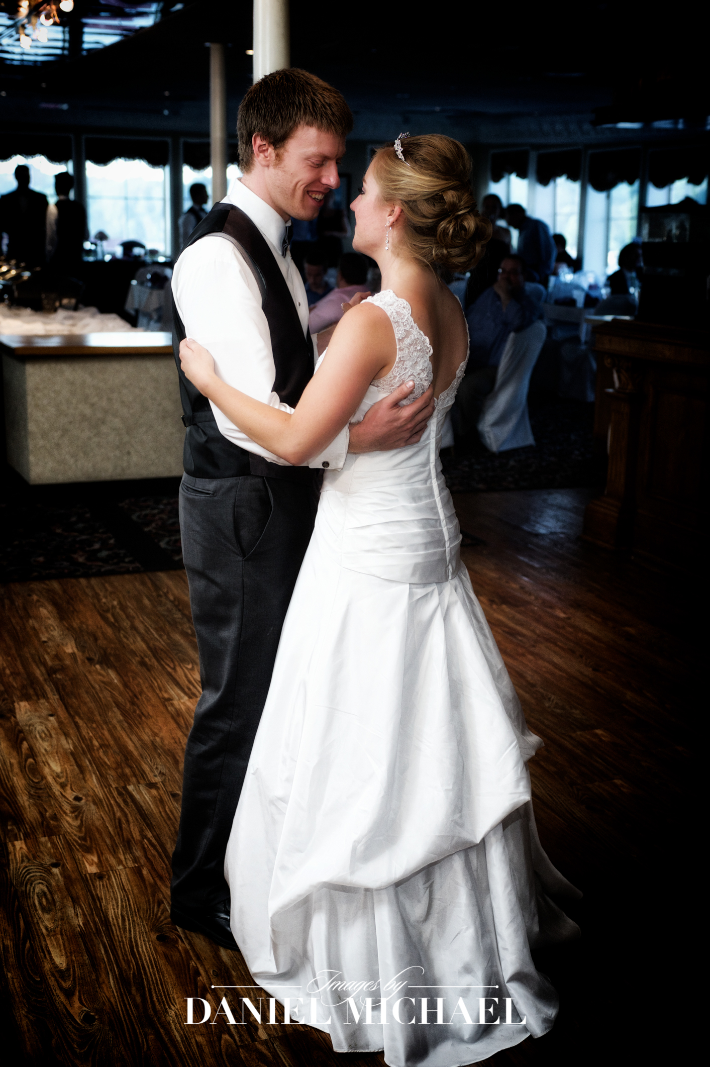 BB Riverboat Wedding Venue Photographer