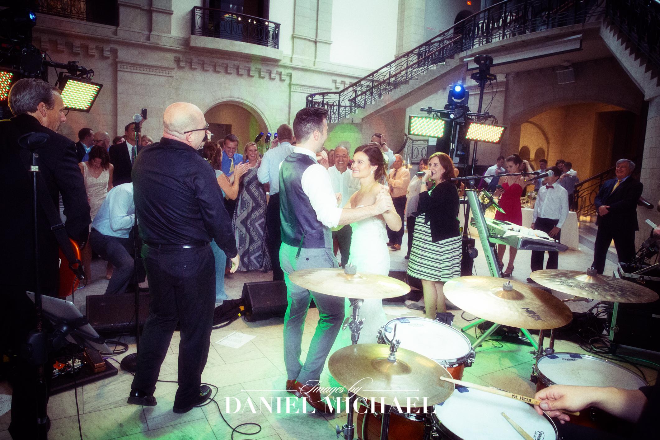 Cincinnati Art Museum Wedding Venue Reception Photography