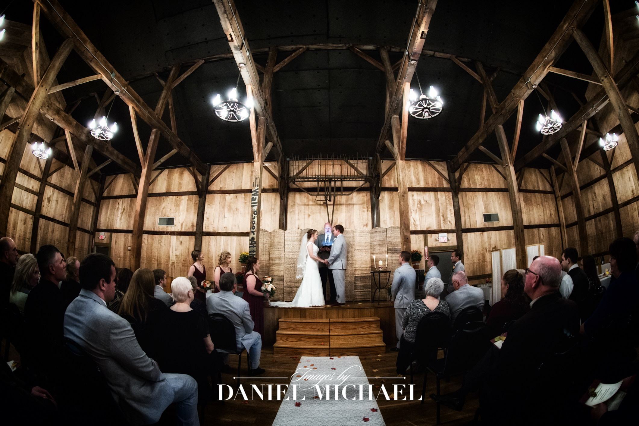 1913 Heartland Barn  Wedding Venue Photographer