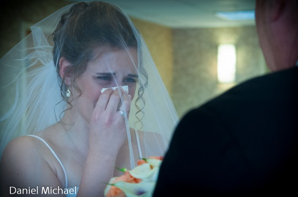 First time Dad Sees Bride Pictures