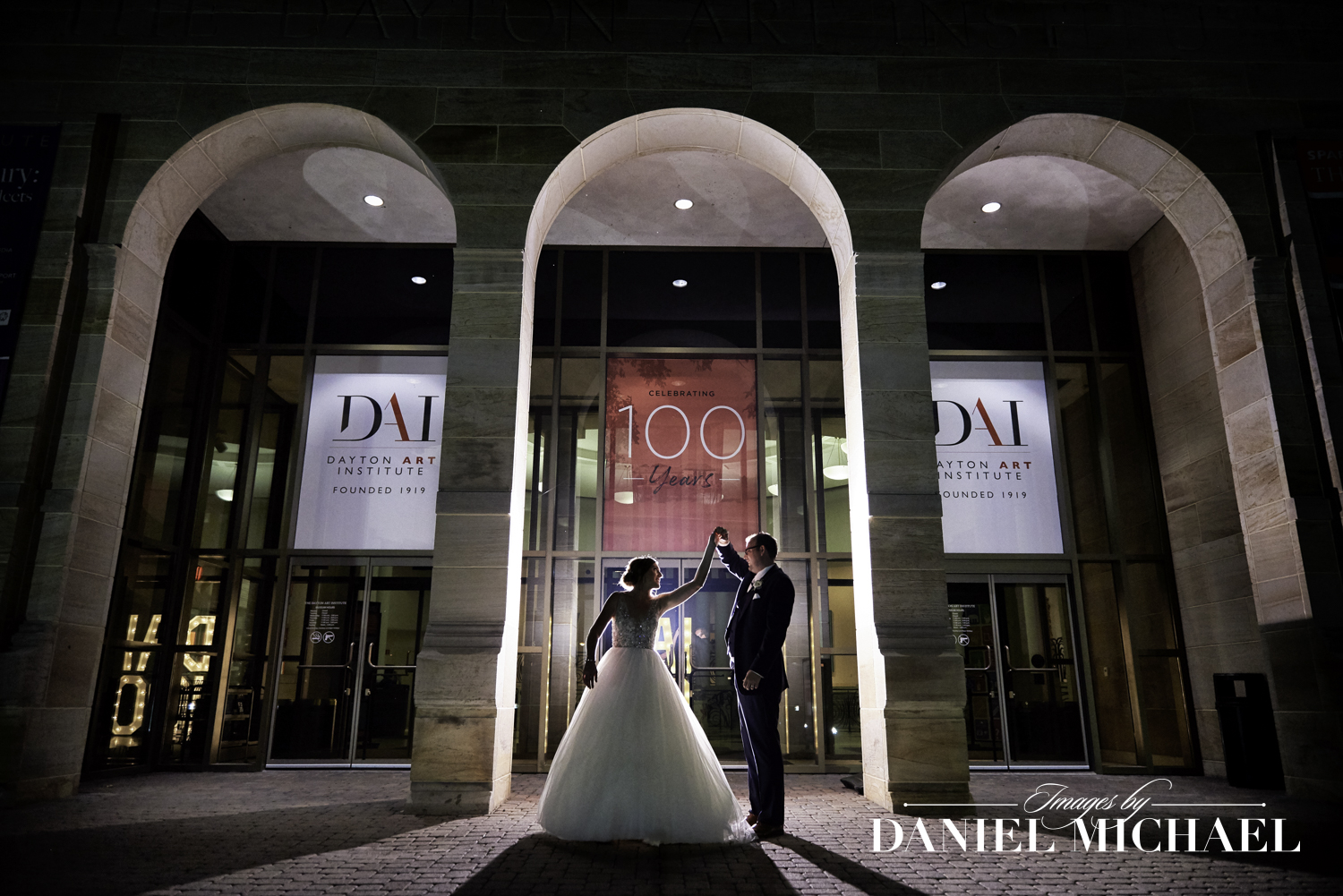 Dayton Art Institute Wedding Photo at Night