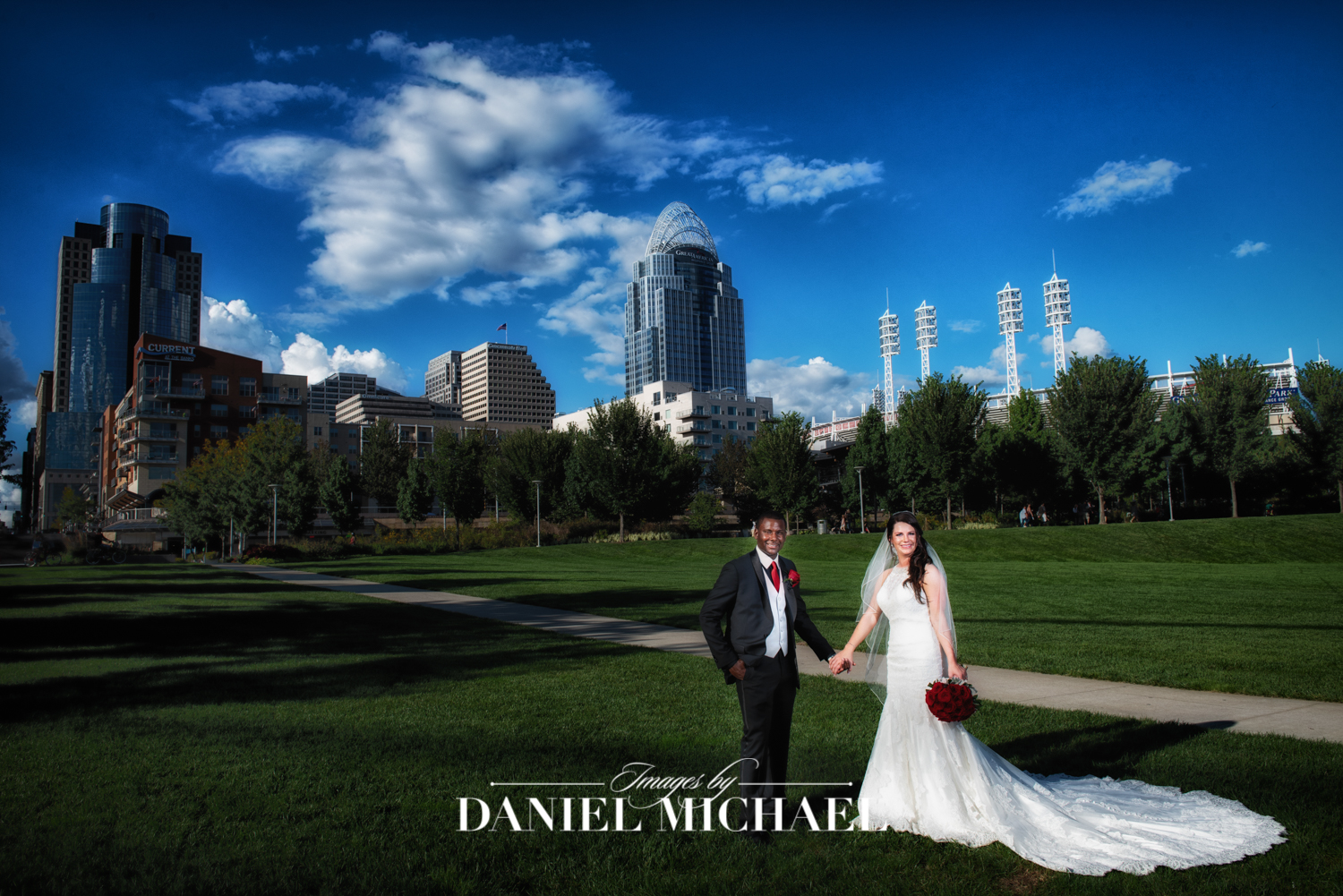 Smale Riverfront Park Wedding Photo